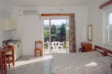 3-bed room garden view, 100m from beach - Chania - Boutique hotel
