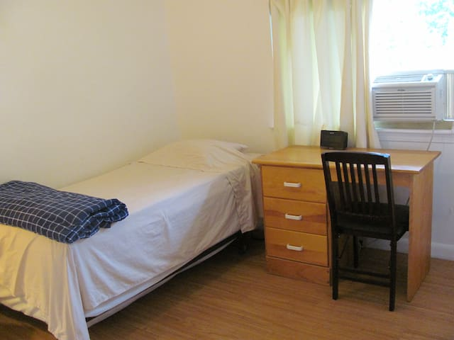 Single room near metro