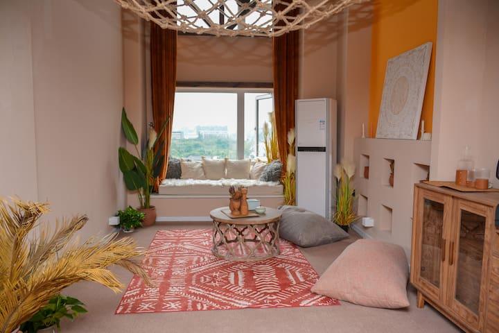 一楼客厅,白天与安静