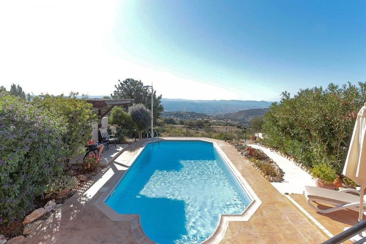 Stunning 2 bed villa,  spectacular views - Meladeia - Ház