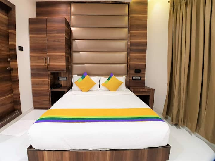 Couple Friendly Spacious Rooms in Mumbai