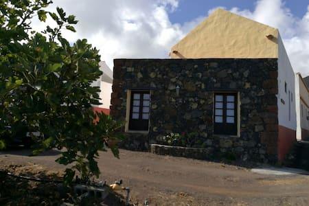 Casa Rural, contacto directo con la naturaleza. - Echedo - House