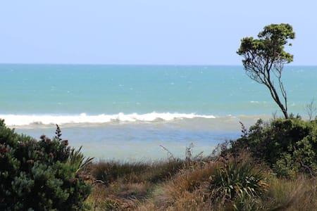 Seaside Haven Superb Ocean Views! - Waitara - Dom