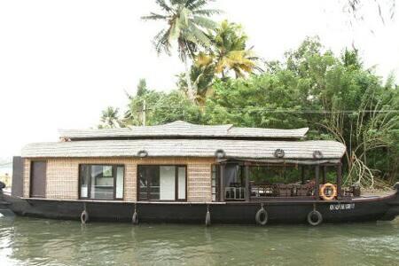 Wonder Cruise Holidays - Alappuzha