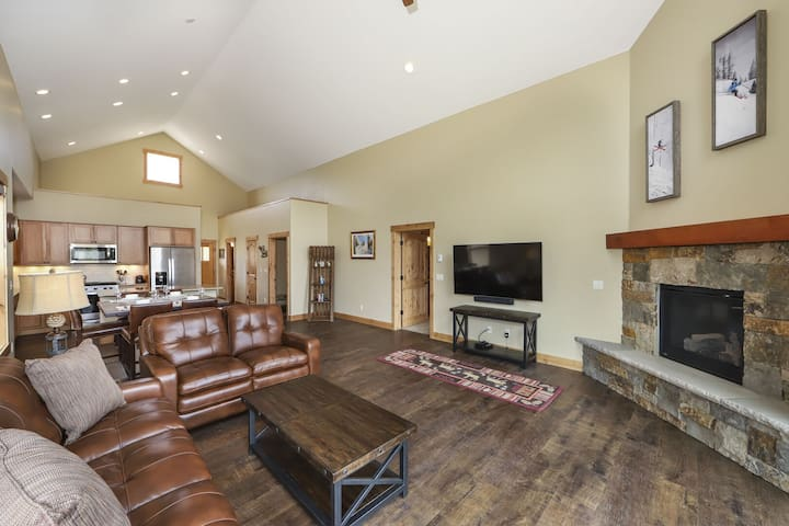 New Grand Elk home w/ views of The Continental Divide
