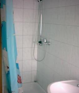 kleines Zimmer in WG - Villingen-Schwenningen