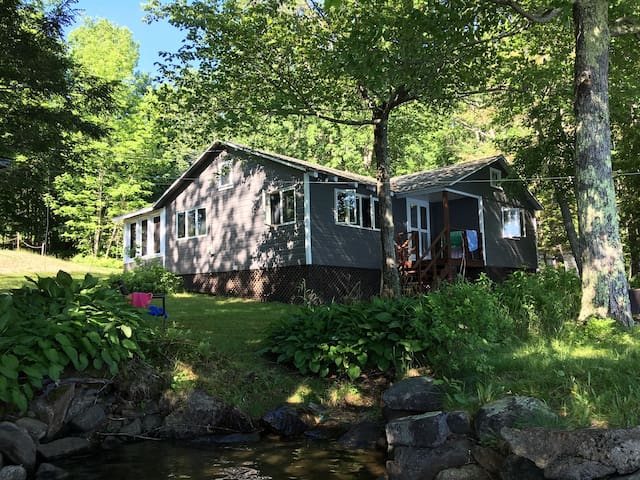 Charming 2 bedroom cabin on Clearwater lake