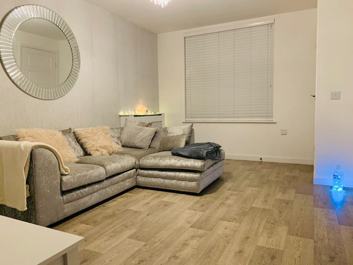Modern 2 Bedroom House. Close to Centre. Free WIFI
