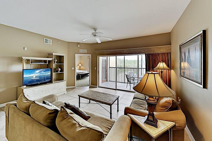 Dual-Suite Lake-View Escape | Mins to Disney World