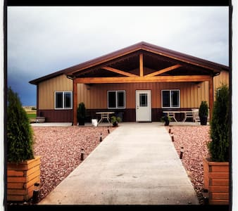 Total Eclipse of the Farm & Winery - Space Booking - Torrington - Bobil