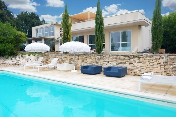 Splendid architectural villa built in a beautiful location in the Ardèche
