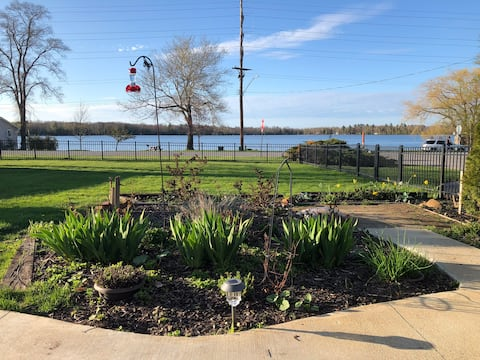 Bass Lake Views, Access. Walk Downtown Elk Rapids.
