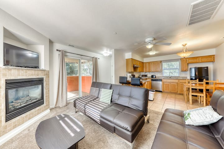 Updated condo w/ a fireplace plus shared pool, tennis courts, & golf!