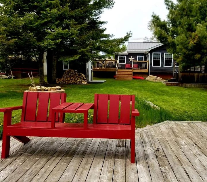 """The Whispering Pine Cottage on Lake Nosbonsing"""