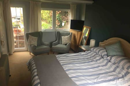 Lovely large room with en-suite and own entrance