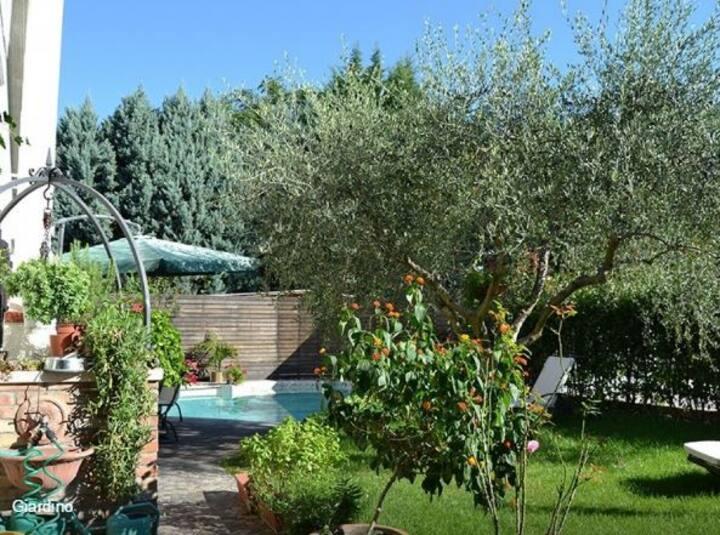 Casa RAINBOW con giardino e piscina