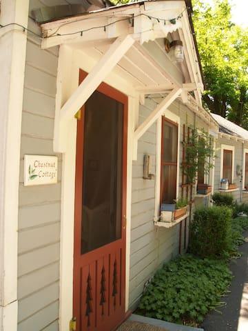 Chestnut Cottage @ Piety Hill Cottages Nevada City