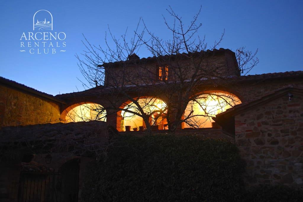 Arco al Poggio at the sunset: the private Loggia