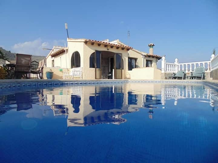 Fabulous Villa, Private Pool, Sea Views, Bar Area