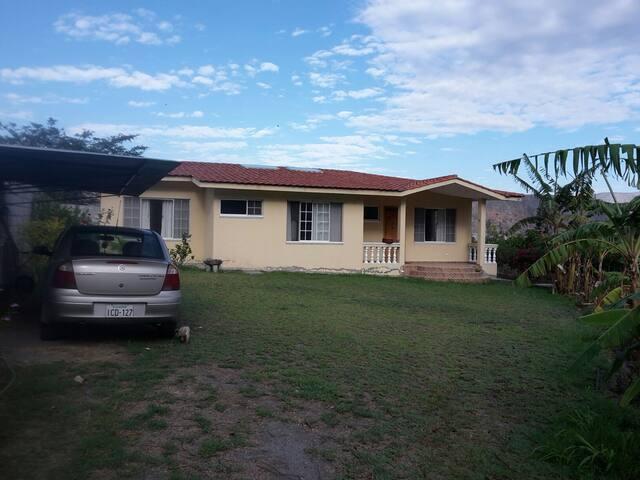 CASA DE CAMPO EN AMBUQUI