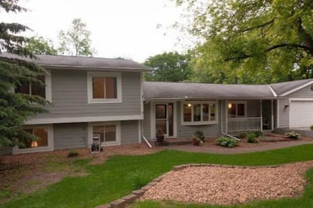 Big Home on Beautiful Property! - Prior Lake