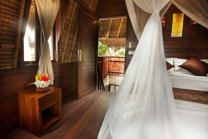 Traditional huts in Dream Beach Lembongan - South Kuta - Bungaló