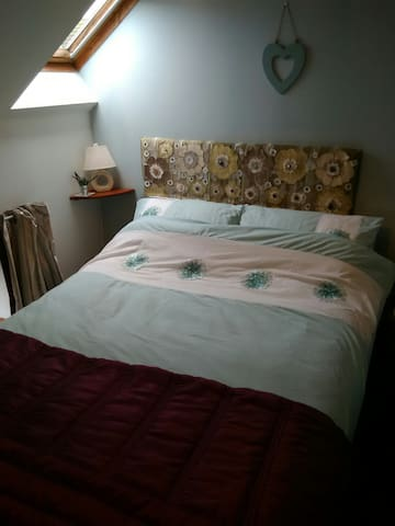 Cozy double bedroom.