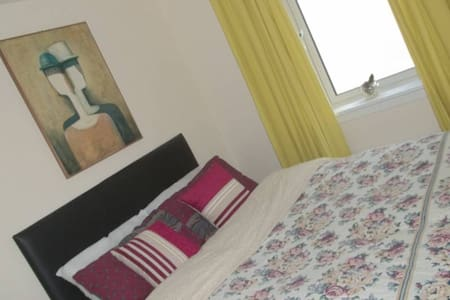 15 mins to City Centre Deluxe Quiet Room - Cove Bay - Casa