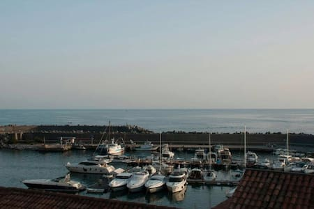 uno sguardo sul porto - Maratea