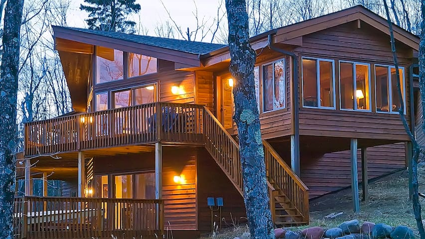 SUMMIT RETREAT: Expansive 2-Level Home, FREE WiFi! - Lutsen - Dom