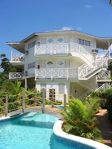 Garden Room across the street from 7 mile beach RV - Negril - Wohnung