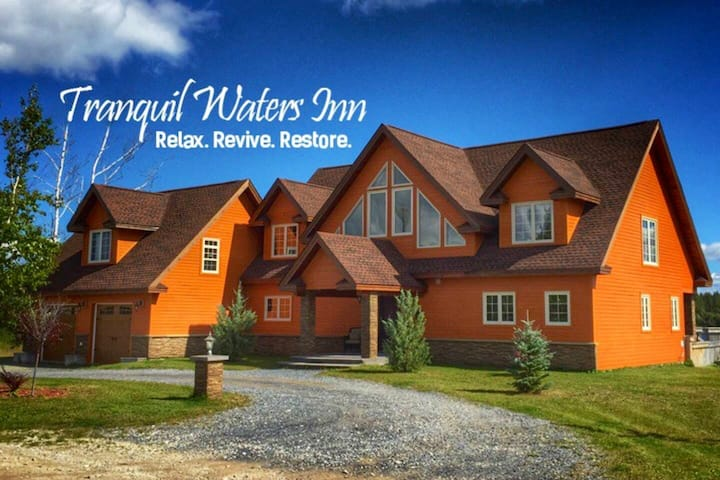 TRANQUIL WATERS INN-WATERFRONT GATEWAY SUITE