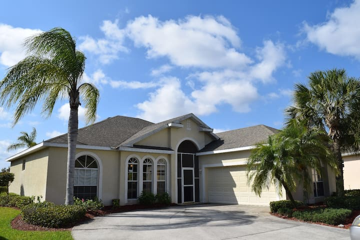 "Gulf Acces Home with private ""island"" - North Fort Myers - Talo"