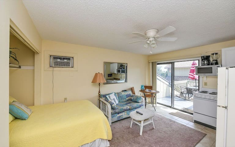 Perfect for Two, Across The Street From Beach!!