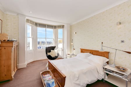 Large double ensuite overlooking river Adur - Shoreham-by-Sea