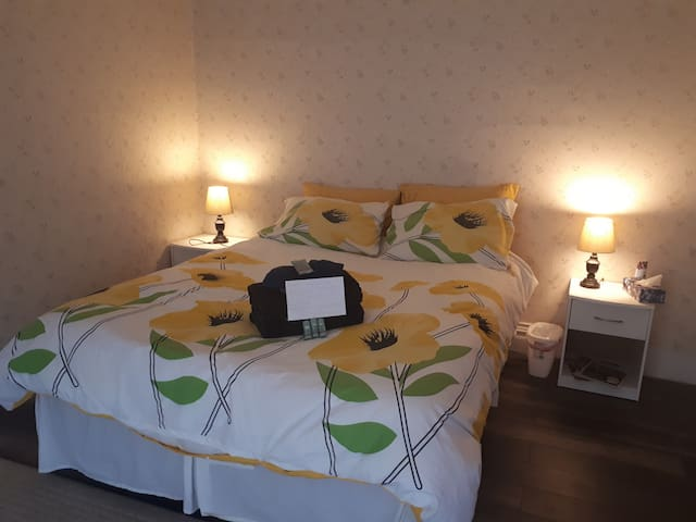 Honey Bear Haven - Bed And Breakfast - Yellow