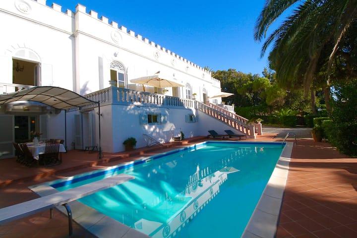 Beautiful private Villa by the sea