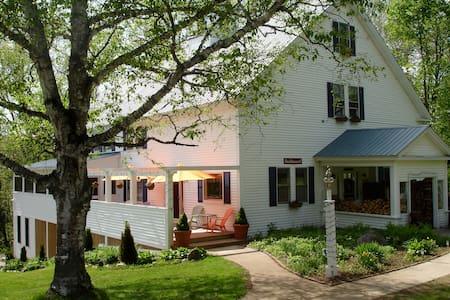 Mill Hill Inn, Bethel, ME/near Sunday River resort - Bethel - Bed & Breakfast