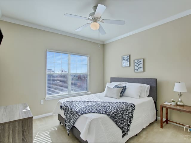 Master bedroom with Queen bed and SMART TV. YouTube TV provided!