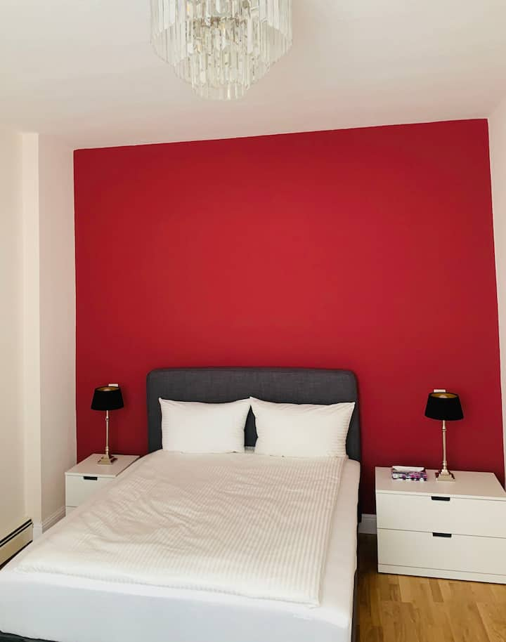 Double room in a huge apartment with 2 bedrooms