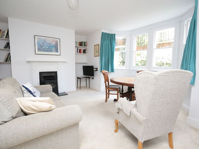 Lovely Central Oxford Apartment + Sun Trap Patio ☀