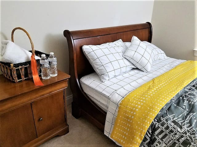 Affordable, Convenient, Private Bedroom in House