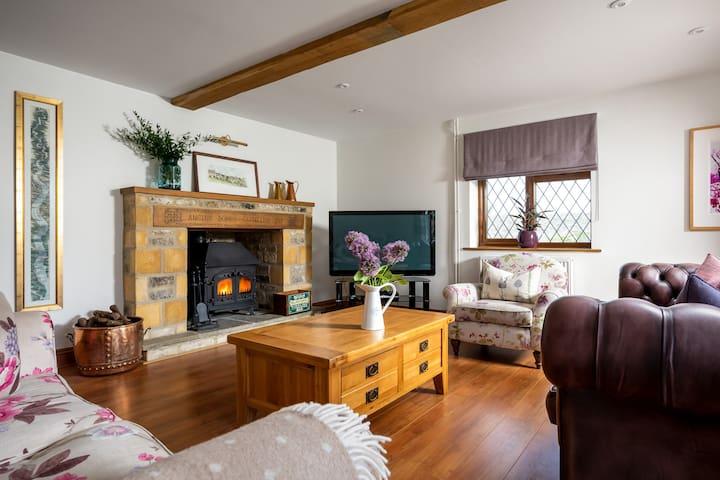 Beautiful family house - idyllic Cotswold setting
