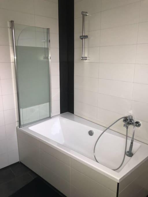Badezimmer Dusche / Badewanne
