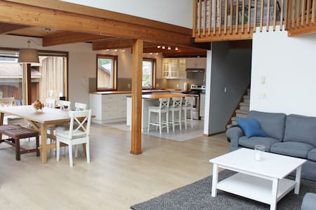 The Hygge House - Newly Renovated Cozy Cottage - Tofino - Ház
