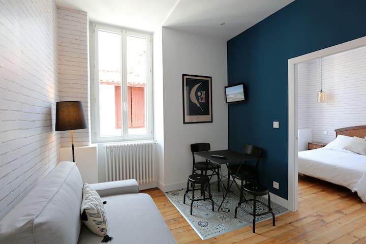 Appartement entièrement rénové Port Vieux