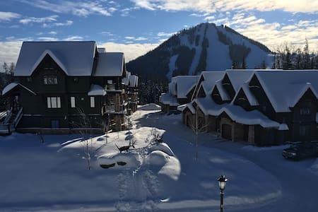 Beautiful 4 BR condo 2 min from RED Mountain - Christina Lake - Maison