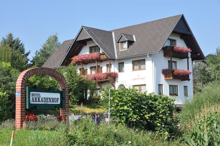 Arkadenhof Z-25 (3 Personen, 1 Einzelbett, 1 DB)