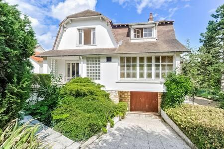 Villa avec vue sur la colline des impressionnistes - La Celle-Saint-Cloud