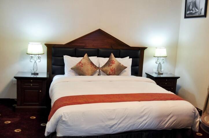 Caledonian Suites-Presidential Suite